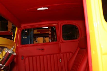 Acabamento interno em couro vermelho